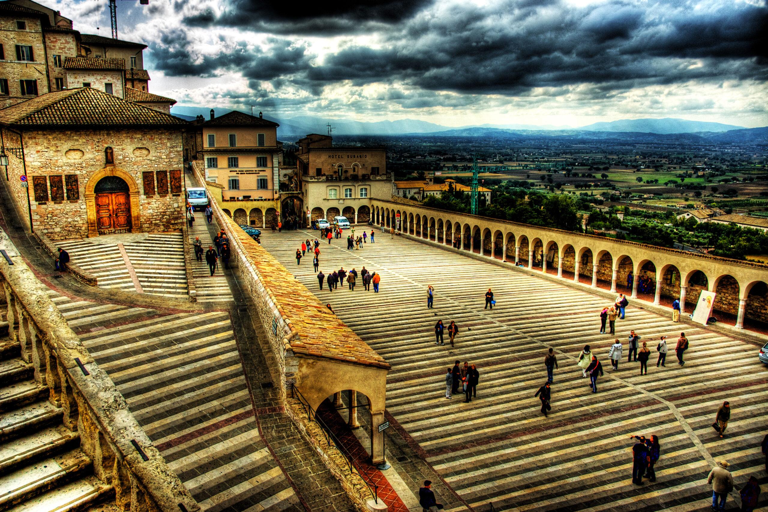 Motoevasioni ad Assisi nel centro storico in moto